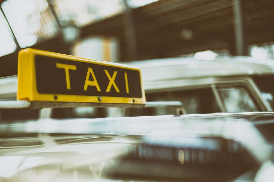 Gọi taxi qua điện thoại bằng tiếng Trung