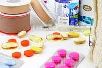 Các loại thuốc và đồ dùng y tế trong nhà